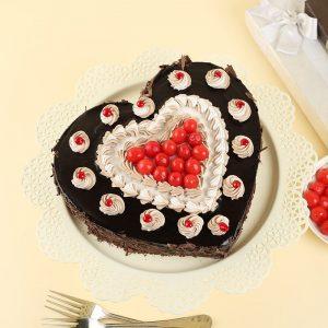 Classy Blackforest Love Cake