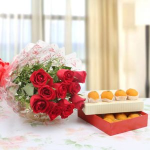 online red roses flowers bouquets with sweets delivery in India