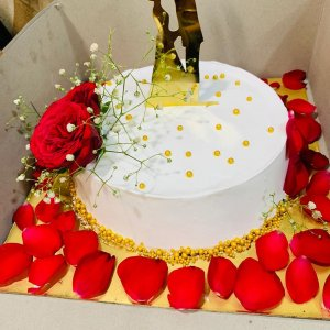 Couple Anniversary Cake