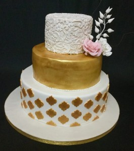 Engagement cake - Gold & White Theme