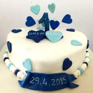 In LUV Valentines Cake