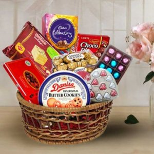 Yummy Sweets N Chocolates Hamper