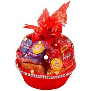 Wonderful Gift Basket Of Namkeen & Sweets