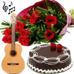 Cake with Guitarist at Home